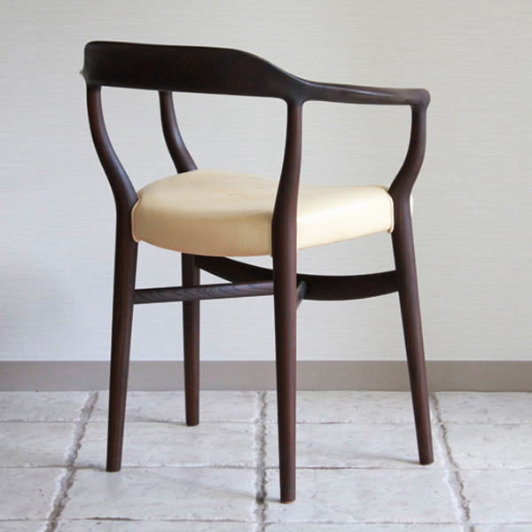 Finn Juhl  armchairs FJ44  One collection-03.jpg
