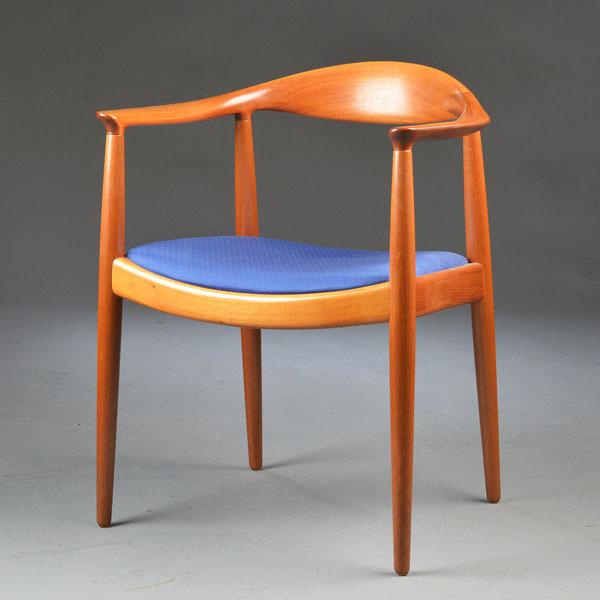 Hans-J-Wegner-The-chair-JH503-Mahogany-01.jpg