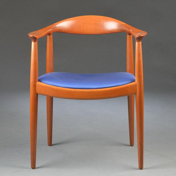 Hans-J-Wegner-The-chair-JH503-Mahogany-02.jpg