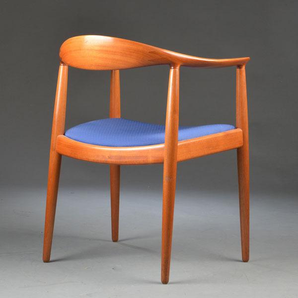 Hans-J-Wegner-The-chair-JH503-Mahogany-03.jpg