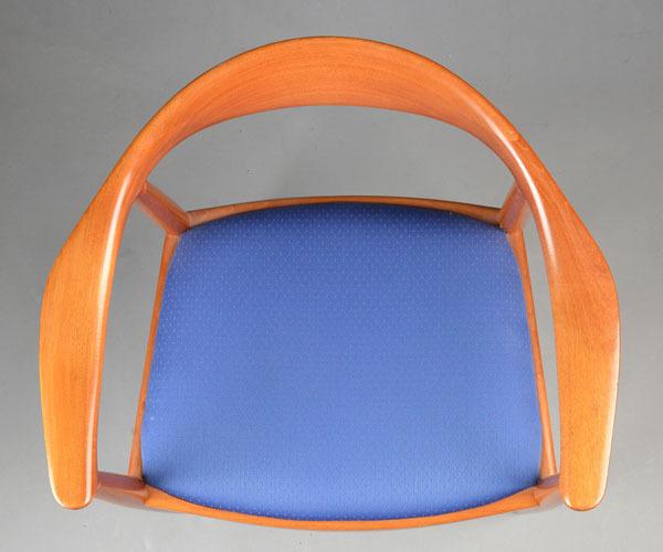 Hans-J-Wegner-The-chair-JH503-Mahogany-04.jpg