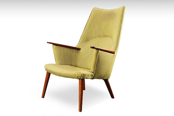Hans-J.-Wegner--Mama-bear-chair.jpg