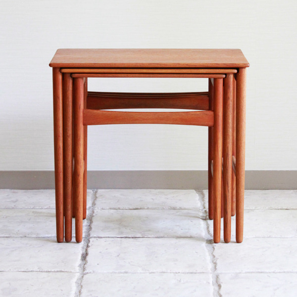 Hans-J.-Wegner--Nesting-Tables--Andreas-Tuck-03.jpg