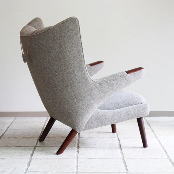 Hans-J.-Wegner--Papa-bear-chair.-AP19-and-ottoman--AP-Stolen-09.jpg
