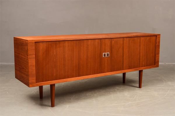 Hans-J.Wegner--Sideboard-RY25-01.jpg