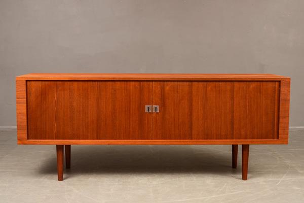 Hans-J.Wegner--Sideboard-RY25-02.jpg