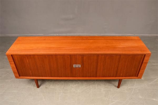 Hans-J.Wegner--Sideboard-RY25-03.jpg