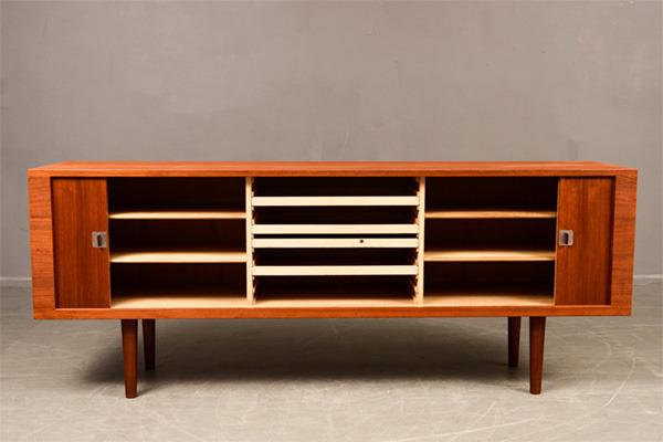 Hans-J.Wegner--Sideboard-RY25-04.jpg
