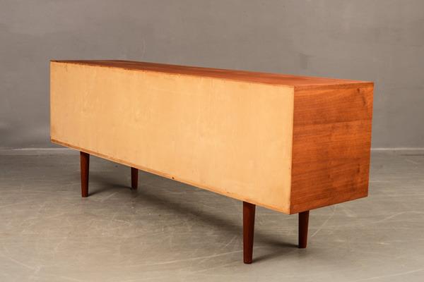 Hans-J.Wegner--Sideboard-RY25-05.jpg