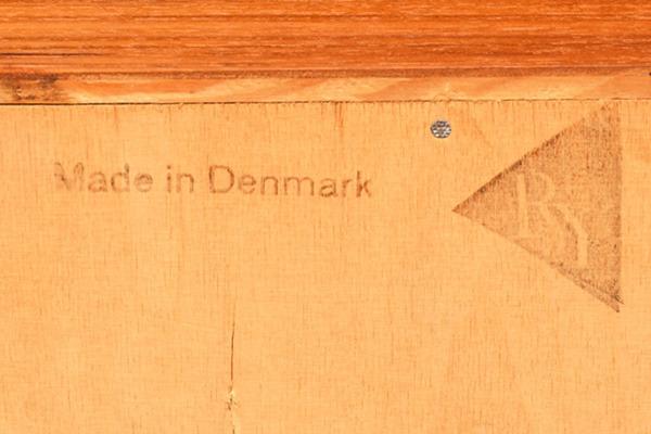 Hans-J.Wegner--Sideboard-RY25-06.jpg