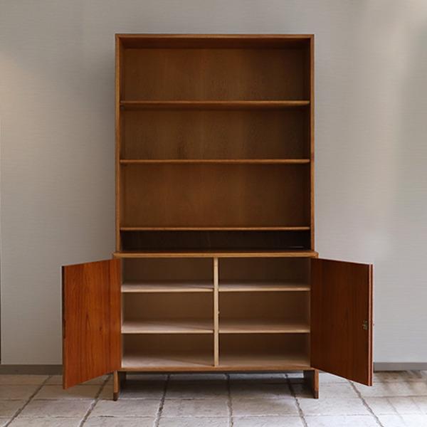 Hans J. Wegner.  Bookshelf  Ry Møbler (12).jpg