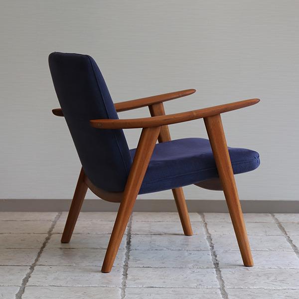 Hans J. Wegner   Easy chair. JH517  Johannes Hansen (1).jpg
