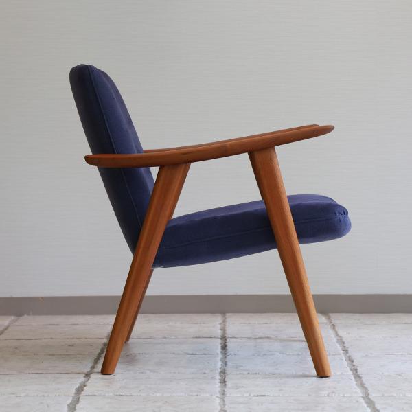 Hans J. Wegner   Easy chair. JH517  Johannes Hansen (2).jpg