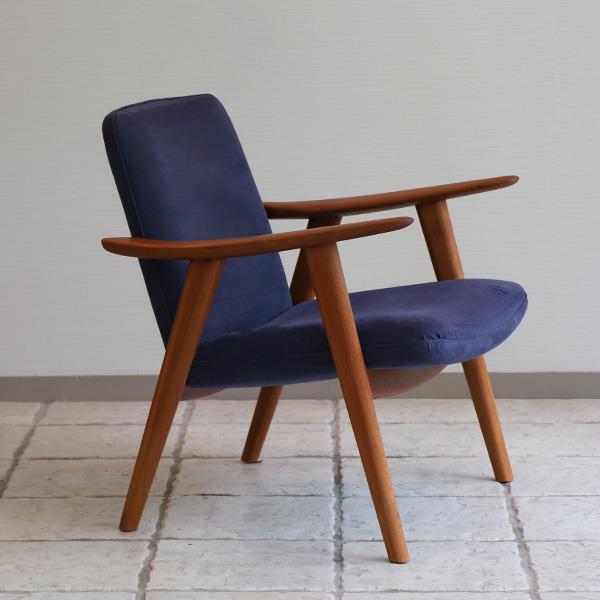 Hans J. Wegner   Easy chair. JH517  Johannes Hansen (3).jpg