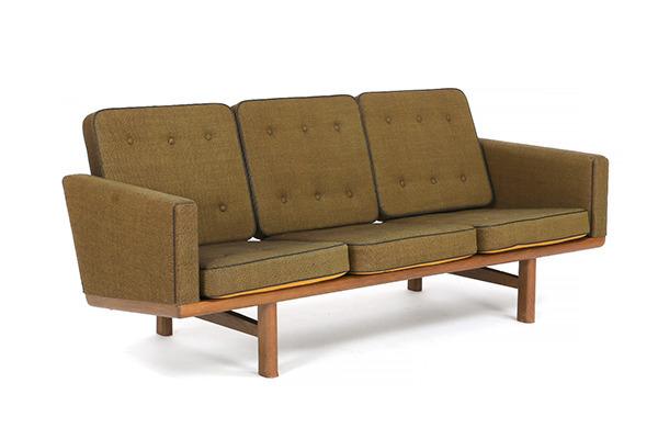 Hans J. Wegner  3 seater sofa. GE235  GETAMA (1).jpg