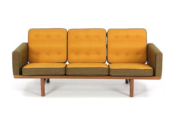Hans J. Wegner  3 seater sofa. GE235  GETAMA (2).jpg