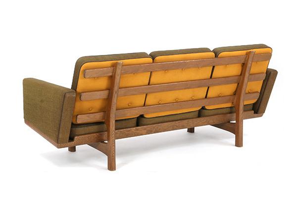 Hans J. Wegner  3 seater sofa. GE235  GETAMA (3).jpg