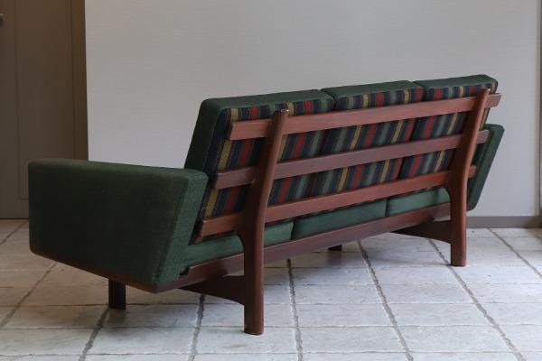 Hans J. Wegner  3 seater sofa. GE236  GETAMA (12).jpg