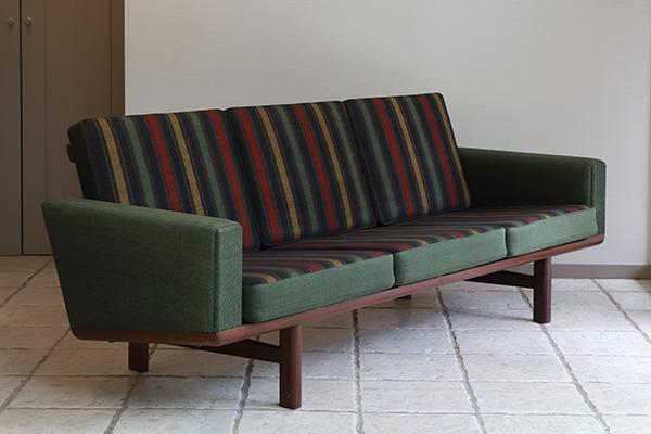 Hans J. Wegner  3 seater sofa. GE236  GETAMA (13).jpg