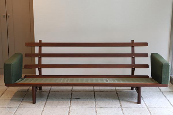 Hans J. Wegner  3 seater sofa. GE236  GETAMA (15).jpg