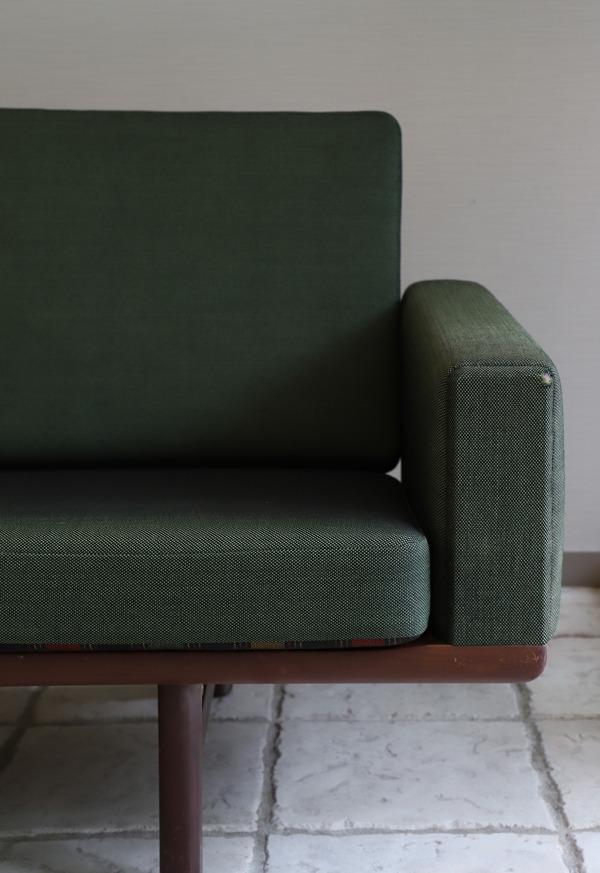 Hans J. Wegner  3 seater sofa. GE236  GETAMA (18).jpg