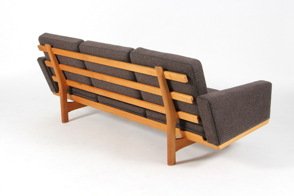 Hans J. Wegner  3 seater sofa. GE236  GETAMA (3).jpg