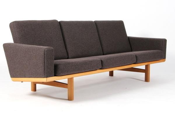 Hans J. Wegner  3 seater sofa. GE236  GETAMA (4).jpg