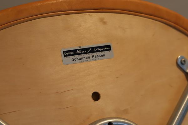 Hans J. Wegner  Armchair. JH-701  Johannes Hansen (9).jpg