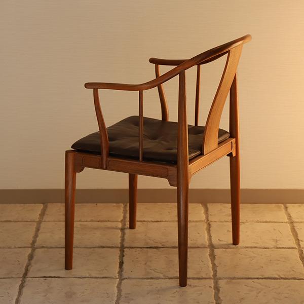 Hans J. Wegner  China chair. Model 4283  Fritz Hansen (6).jpg