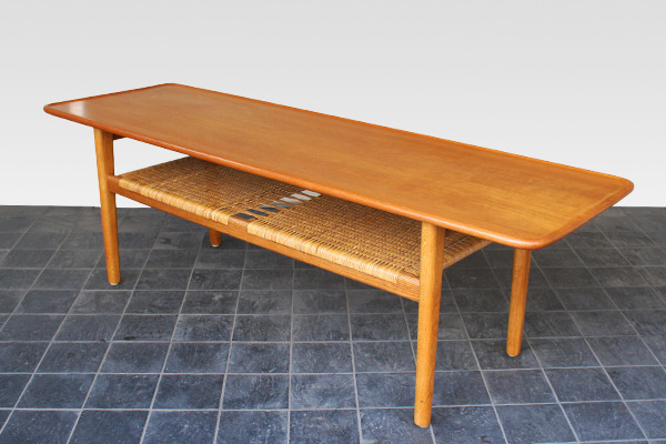 Hans J. Wegner  Coffee table. AT-10  Andreas Tuck (1).jpg