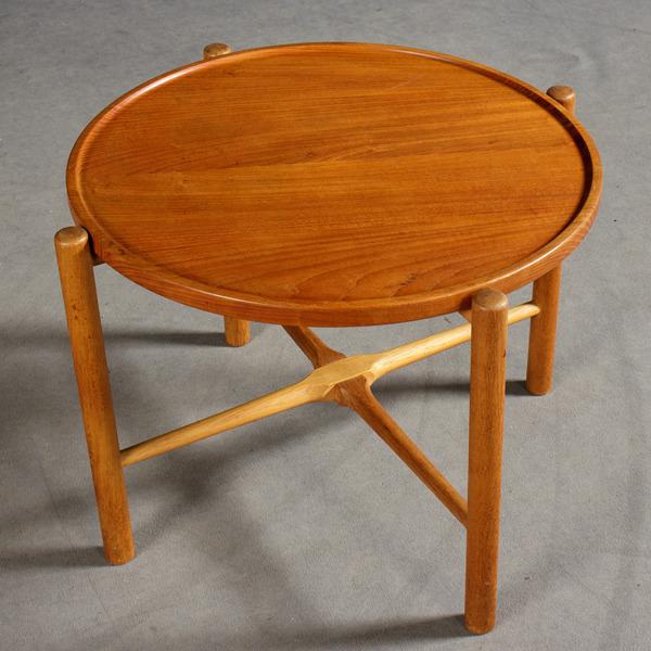 Hans J. Wegner  Coffee table. AT35  Andreas Tuck (2).jpg