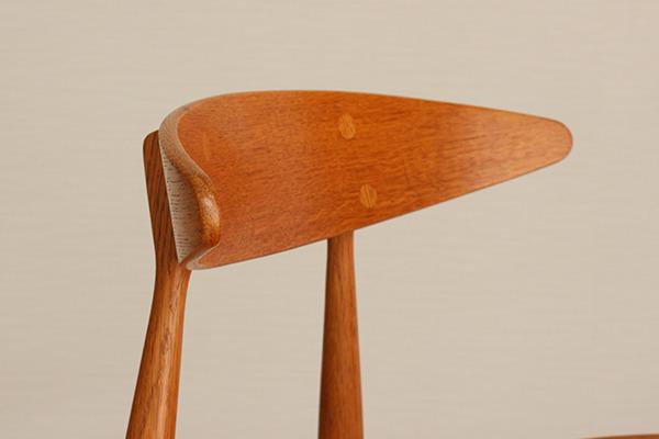 Hans J. Wegner  Dining chair. CH-33  Carl Hansen & Son (12).jpg