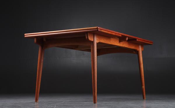 Hans J. Wegner  Extension dining table. AT-312  Andreas Tuck (1).jpg