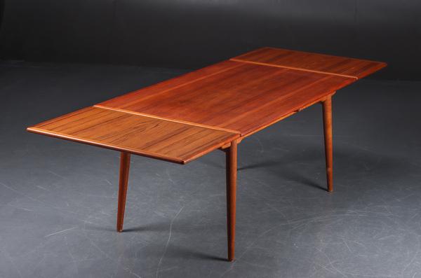 Hans J. Wegner  Extension dining table. AT-312  Andreas Tuck (2).jpg