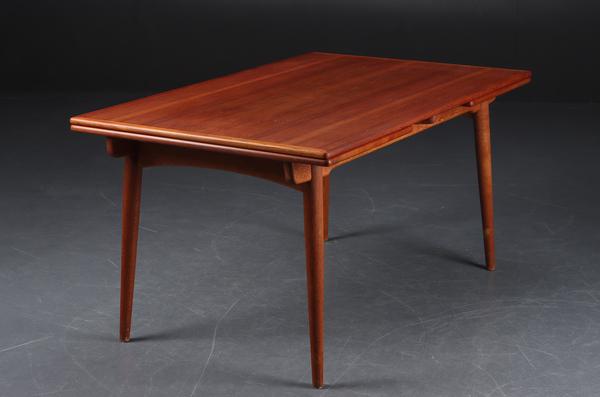 Hans J. Wegner  Extension dining table. AT-312  Andreas Tuck (3).jpg