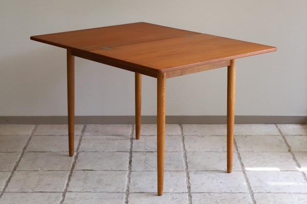 Hans J. Wegner  Game Table .AT306  Andreas Tuck_0530 (1).jpg