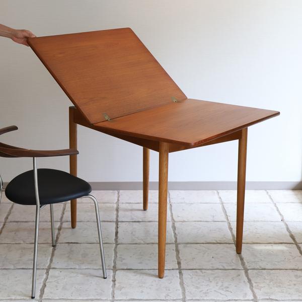 Hans J. Wegner  Game Table .AT306  Andreas Tuck_0530 (5).jpg