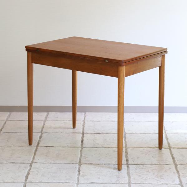 Hans J. Wegner  Game Table .AT306  Andreas Tuck_0530 (7).jpg