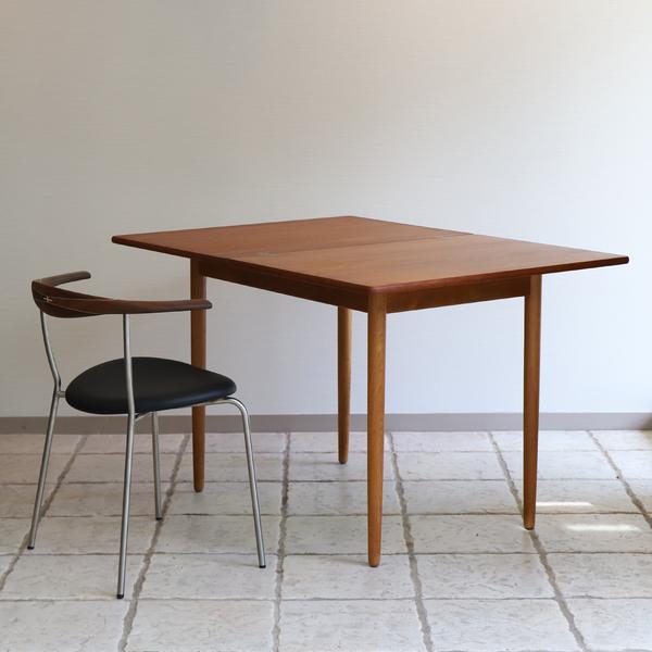 Hans J. Wegner  Game Table .AT306  Andreas Tuck_0530 (8).jpg