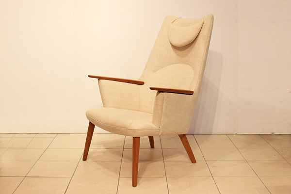 Hans J. Wegner  Mama bear chair. AP-27 teak  AP Stolen (9).jpg