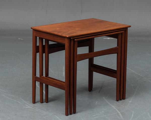 Hans J. Wegner  Nesting Tables. AT-40  Andreas Tuck (1).jpg