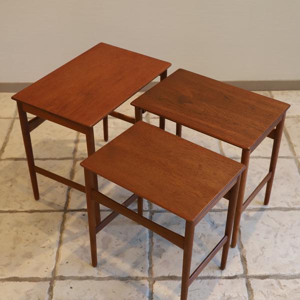 Hans J. Wegner  Nesting Tables. AT-40  Andreas Tuck (4).jpg