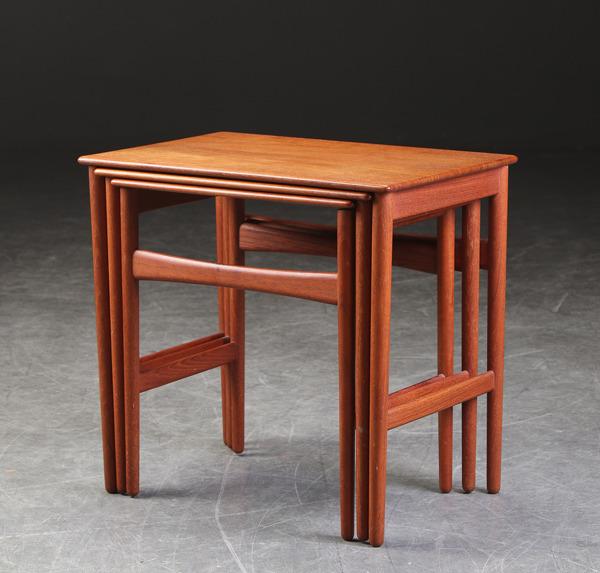Hans J. Wegner  Nesting Tables. AT-40  Andreas Tuck (5).jpg