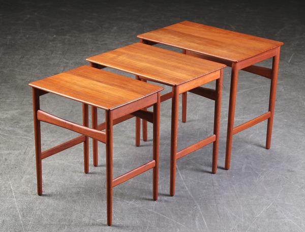 Hans J. Wegner  Nesting Tables. AT-40  Andreas Tuck (6).jpg