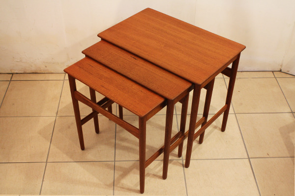 Hans J. Wegner  Nesting Tables teak Andreas Tuck (5).jpg