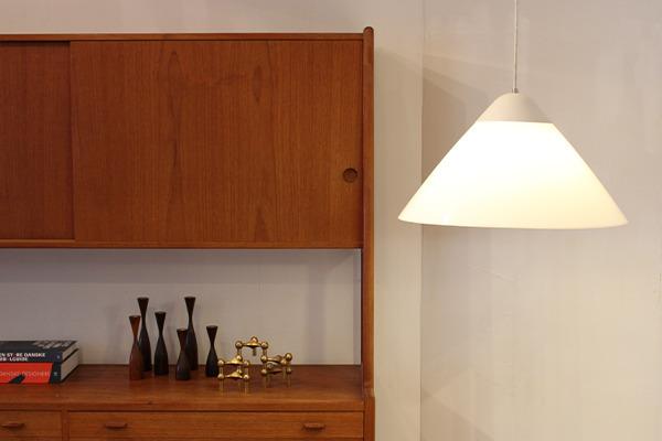 Hans J. Wegner  Opala Pendant Lamp  Louis Poulsen  (4).jpg