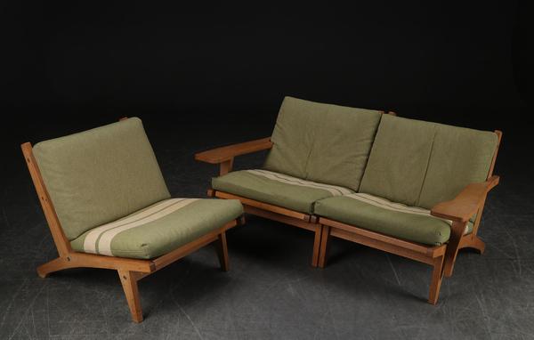 Hans J. Wegner  Sofa .GE-370  GETAMA (2).jpg