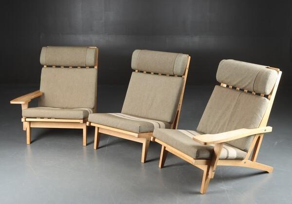 Hans J. Wegner  Sofa .GE-375  GETAMA (3).jpg