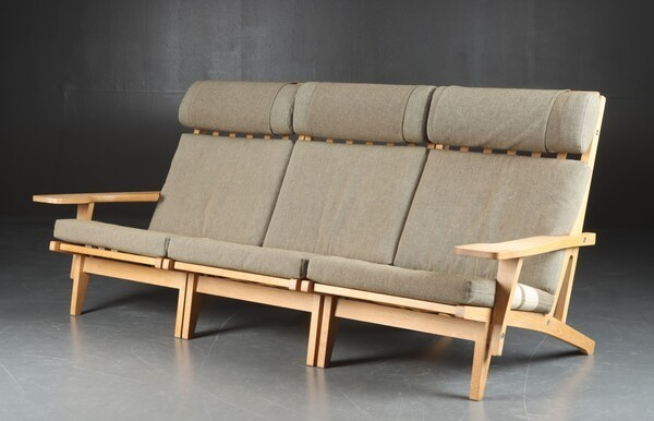 Hans J. Wegner  Sofa .GE-375  GETAMA (4).jpg