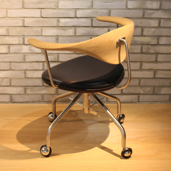 Hans J. Wegner  Swivel Chair. PP502  PP Mobler (12).jpg